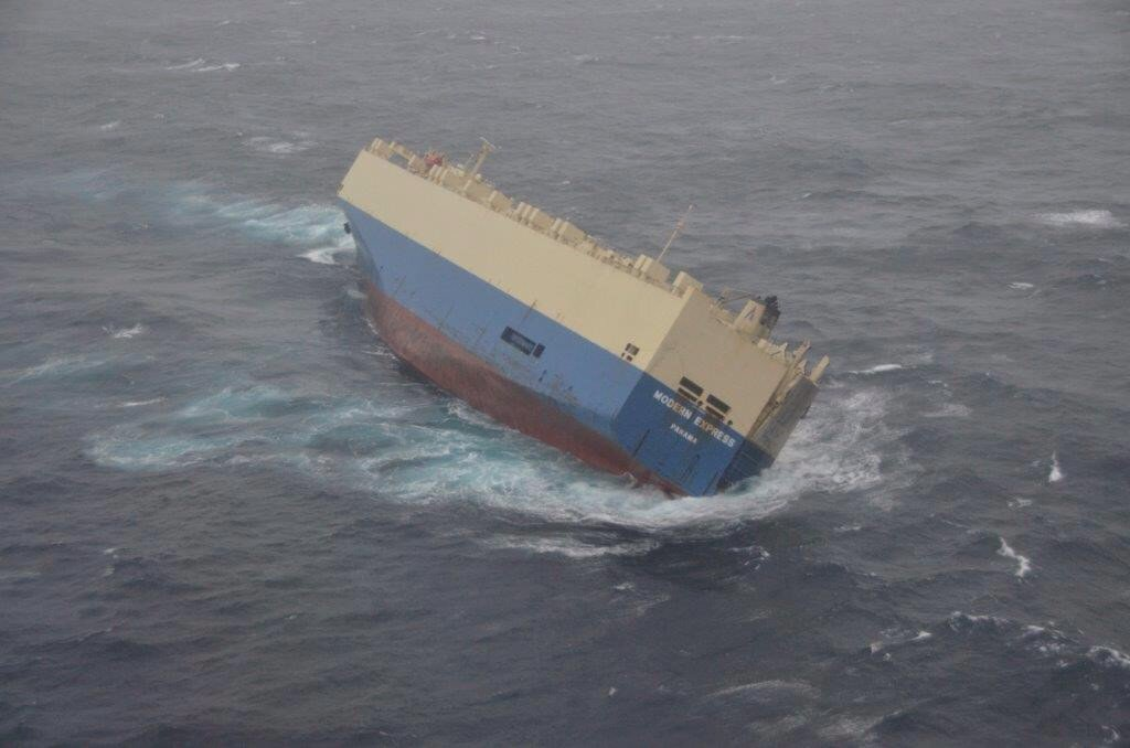"""Vehicle carrier """"Modern Express"""" now listing 50 degrees"""