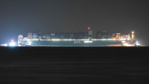 """Eight tugs pulled containership """"APL Vanda"""" off the bar"""