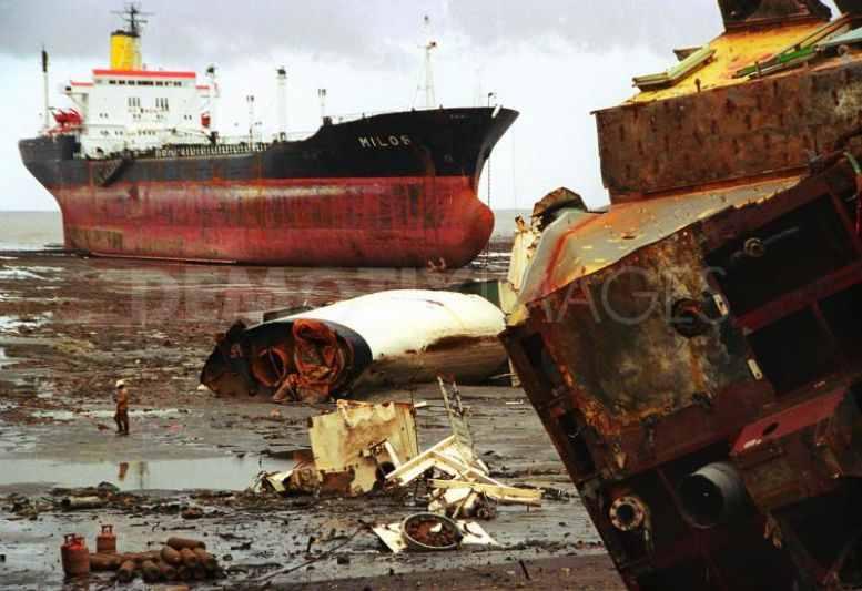 Eco groups sneer at Maersk efforts to upgrade Alang shipbreakers