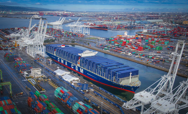 Cargo surges from mega ships to test US east and west coast ports in 2016