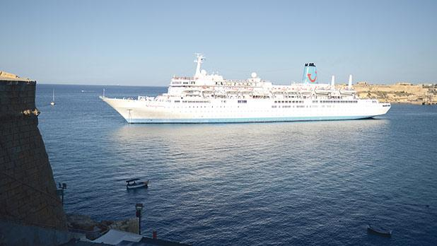 Cruise ship Thomson Celebration gets stuck in Malta Grand harbour