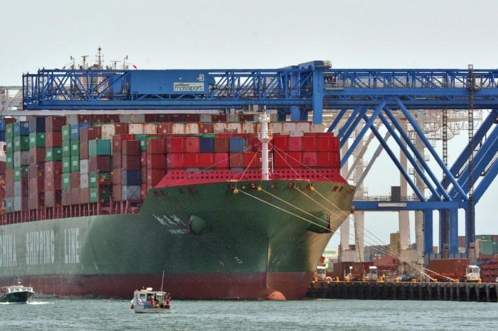Boston docks its biggest ship yet - 8,530-TEU Xin Mei Zhou