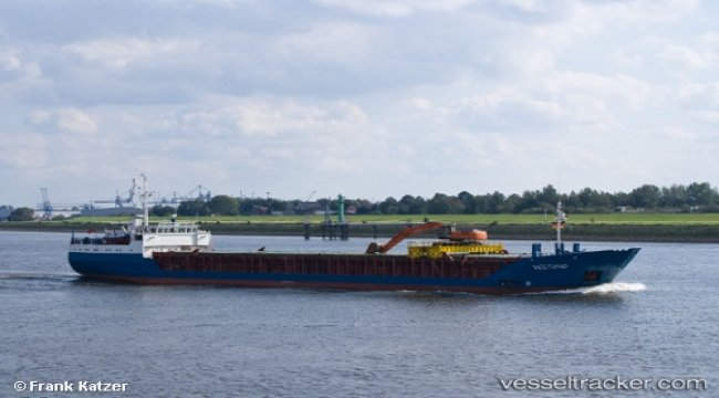 Ship with fouled propulsion blocked Randers port