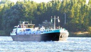 Cement tanker aground on Wester Scheldt