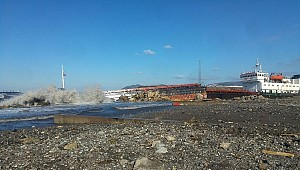 Turkish-owned Berra G. split in two and drifted aground in Black Sea