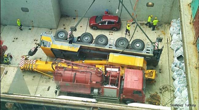 Crane crashed into cargo hold