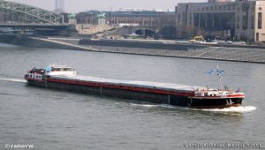 Barge grounded on Elbe