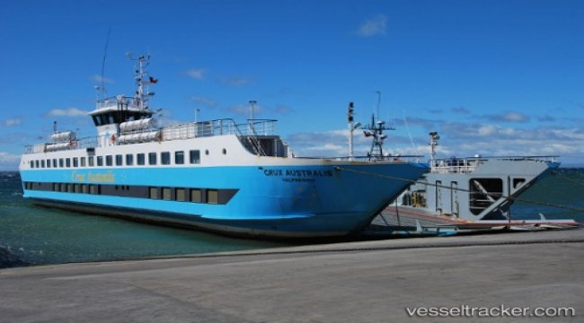 Ferry grounded in Kirke Pass