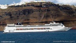 Cruise ship struck dock in Roatán