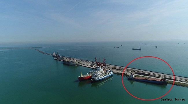 The grounded ship in Samsun port waiting court decision