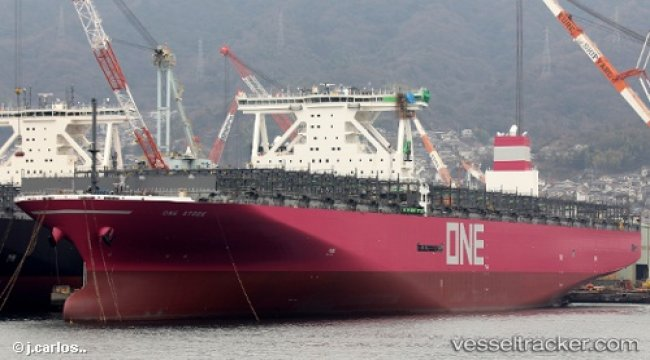 ONE Receives First New 14,000 TEU Magenta Ship