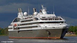 Cruise ship broke off her moorings