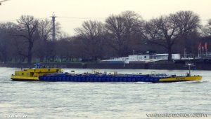 Tank barge refloated