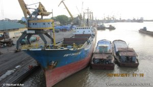 Thousands of containers lying at Vietnam's seaports