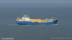 Two ships reefed on one day