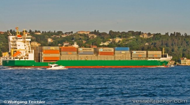 Damaged shio under tow to Tuzla for repairs