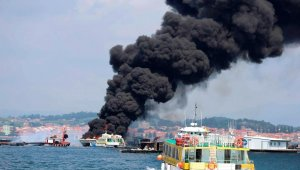 Passenger catamaran burned into flames in Spain