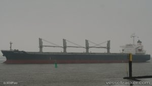 Bulkcarrier suspected to have ruptured pipeline