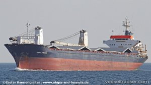 Cargo ship listed in Tenes - 11 injured