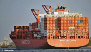 Largest ever container ship to berth in Cork brings millions of bananas