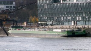 Tanker hit railway bridge