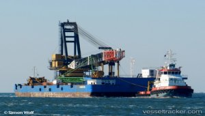 Crane barge carried out biggest US lift ever