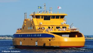 Ferry assisted lifeboat