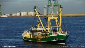 Three rescued, two dead after shipwreck off England