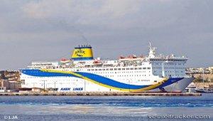 Damaged ferry towed to Perama