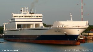 Ferry dropped anchore for main engine repairs