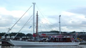 Luxury yacht grounded off Ponza