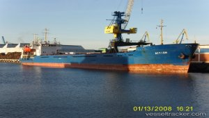 Ran aground on River Volga, refloated with tug assistance