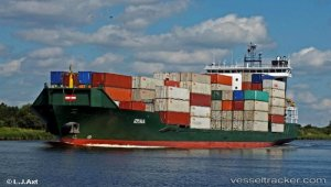 Disabled container ship towed to Klaipeda