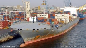 Vessel disabled due to main engine exhaust valve issues