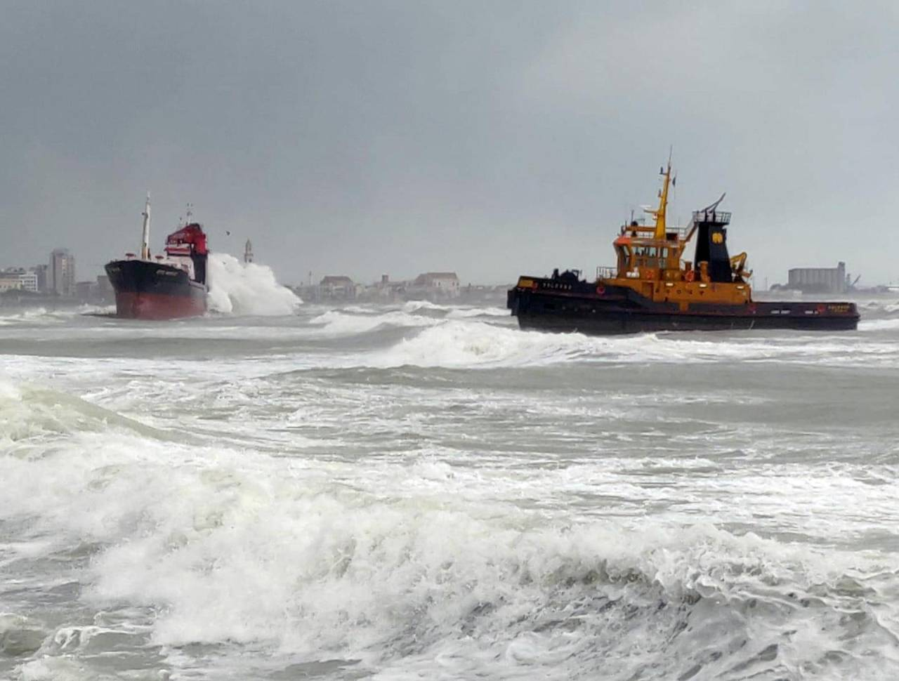 Turkish cargo ship M/V Efe Murat swept ashore off Bari, Italy