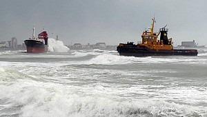 Turkish cargo ship M/V Efe Murat swept ashore off Bari, Italy