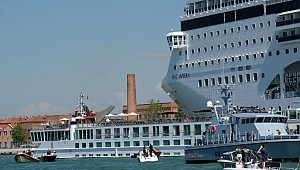 Msc Opera allided with pier as she collided with tourist boat in Venice: 4 injured