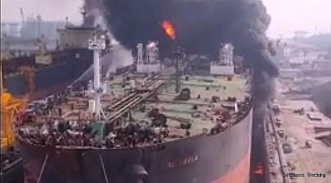 Aframax crude oil tanker M/T JAG LEELA exploded, big fire broke out! (VIDEO)