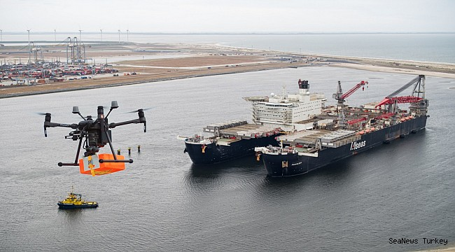 Premier: Drone delivers package to vessel in the port of Rotterdam for the first time
