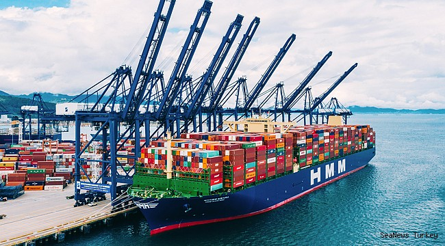 Suez Canal welcomes the world's largest containership
