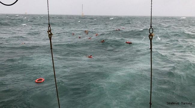 Malaysian workbarge sinks, 121 crew rescued!