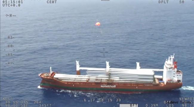 Australian SAR Plane Airdrops Emergency Supplies to Freighter (Video)