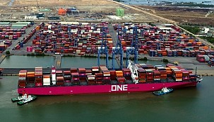 1,900 Containers Lost or Damaged on ONE Boxship!