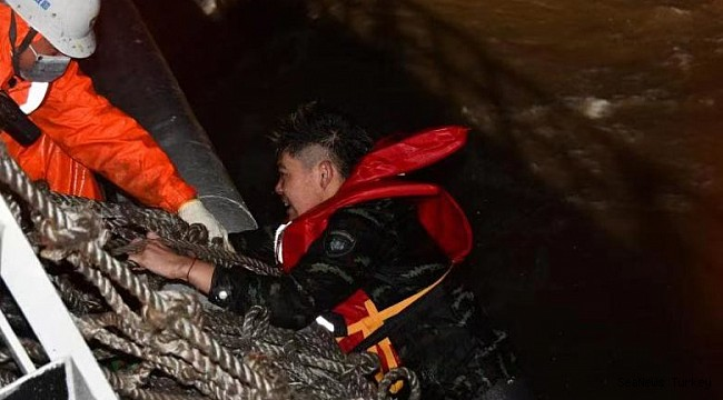 Two boxships collide near Shanghai: Three dead, Five missing!