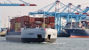 Remote controlled barge takes boxes from Zeebrugge to Antwerp