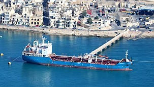 Tanker captain charged with manslaughter: Covered the evidence by repainting!