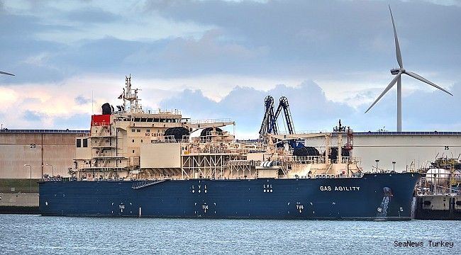 Singapore is expanding LNG bunkering with Third License to Total!