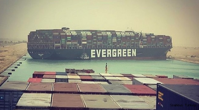 The 400-meter giant ship grounded on the Suez Canal blocking the traffic!