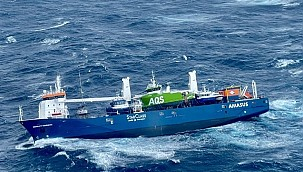 Breathtaking rescue operation on the listing ship! (Video)