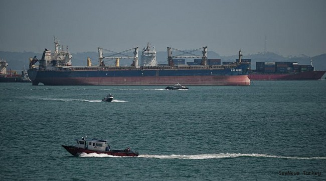 Pirates attacked three ships in the Singapore Strait: 1 sailor injured!